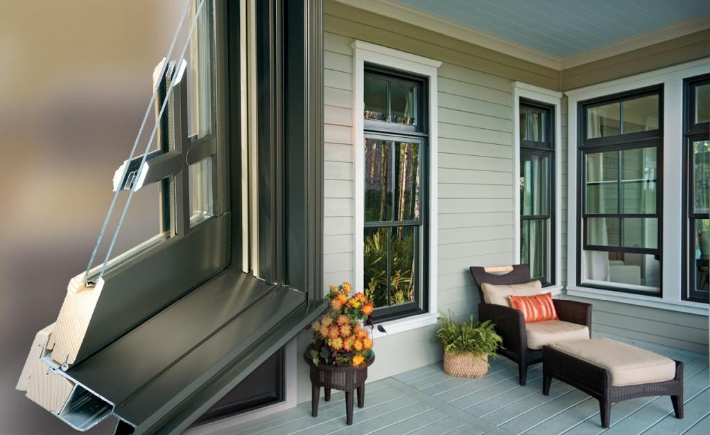 Image d'une fenêtre en bois sur mesure avec revêtement extérieur en aluminium.