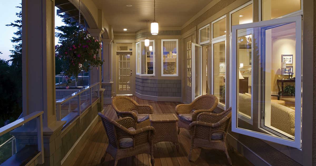 How to Tell the Difference Between Awning and Casement Windows